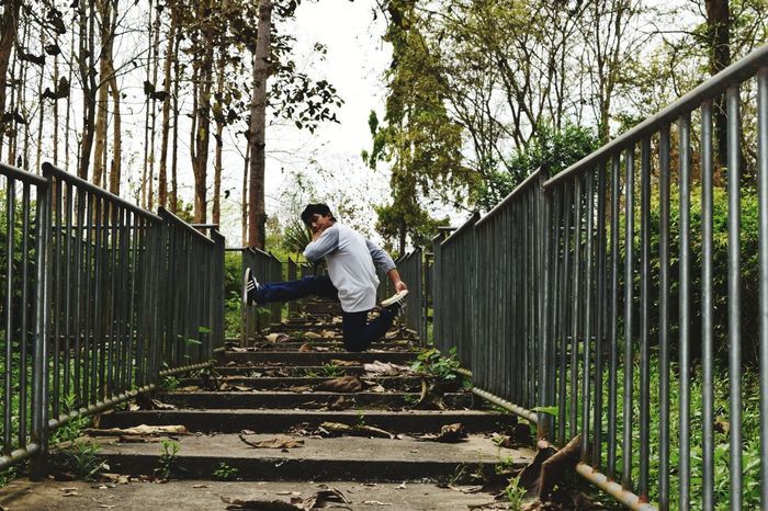 Hip hop dance element HipHop HipHopStyle Hiphop Dance Hiphoplife Hiphopmusic B Boys Breaking Tree Full Length Men Working Standing Sky Footbridge Bridge - Man Made Structure Cable-stayed Bridge Arch Bridge Underneath Gardening Glove Fence Picket Fence Covered Bridge Horticulture Adventures In The City