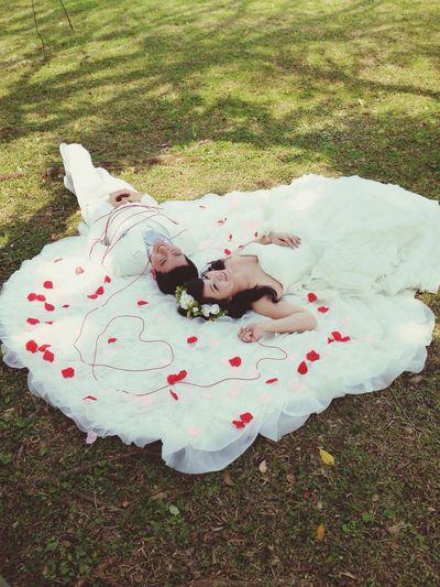 跟著呆熊和伶蓉去婚紗拍攝現場側拍,拍攝狀況很熱很辛苦但很有意思。