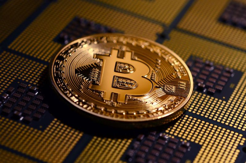 Phisical Gold Bitcoin over CPU Chips Business CPU Gold Bitcoin Bitcoin Ethereum Bitcoins Blockchain Chips Close-up Ethereum Mining Gold Colored Mining Mining Industry Money No People Phisical Bitcoin Virtual Money
