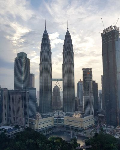 Stunning view Kl KLCC Twin Towers Kualalumpur Malaysia Skybar 33floor Skyscrapers Modern Architecture Cloud - Sky Sky Skyscraper Cityscape City Day Outdoors Beauty