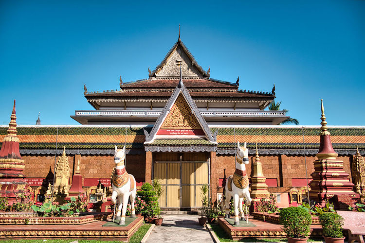 Wat preah prom rath a beautiful colorful historical buddhist temple complex