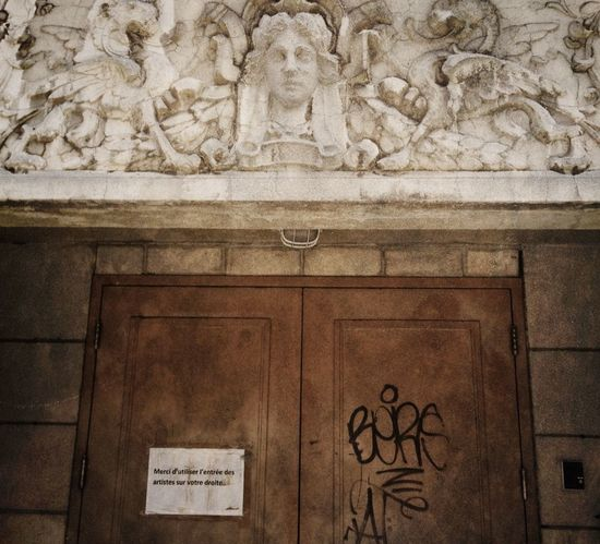 Graffiti creeps into the Urban Landscape : even a Door tells artists where to go... Streetphotography
