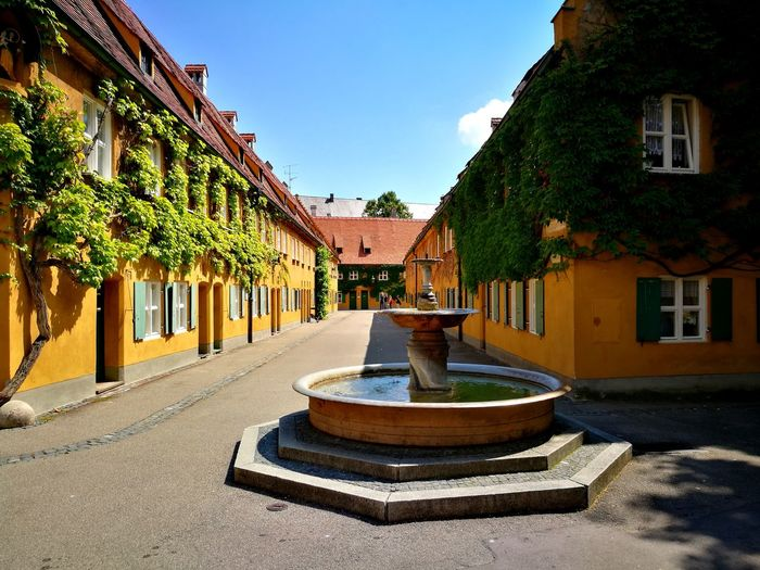 Fuggerei Springbrunnen EyeEm Historical Bedürftig Bedürftige Brunnen Sozialsiedlung Social Social Settlement Arm Poor  Poverty Armut Wohnung Wohnsiedlung Wohnen Siedlung Housing Development Historic Historical Building Historisch Tree Water Shadow Sky Architecture Building Exterior Built Structure Fountain