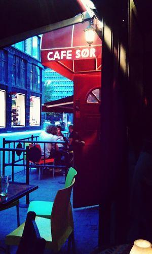 Luz de noche en Cafe SØR Cafe Beer Thegoldenhourtrip