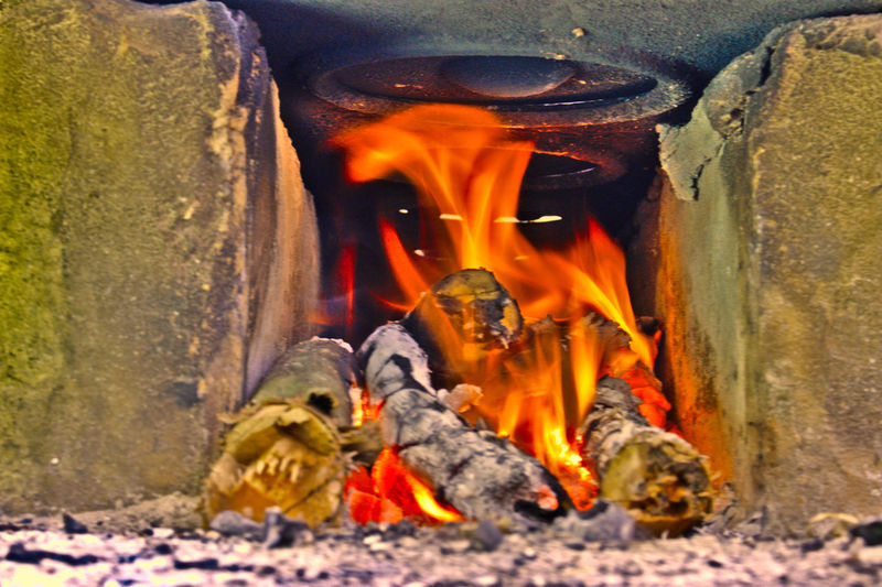 Sabor de lenha #foodroots #firewood #kitchen #fornoalenha #cozinharoots #roça Flame Bonfire Heat - Temperature Burning Fireplace Motion Close-up