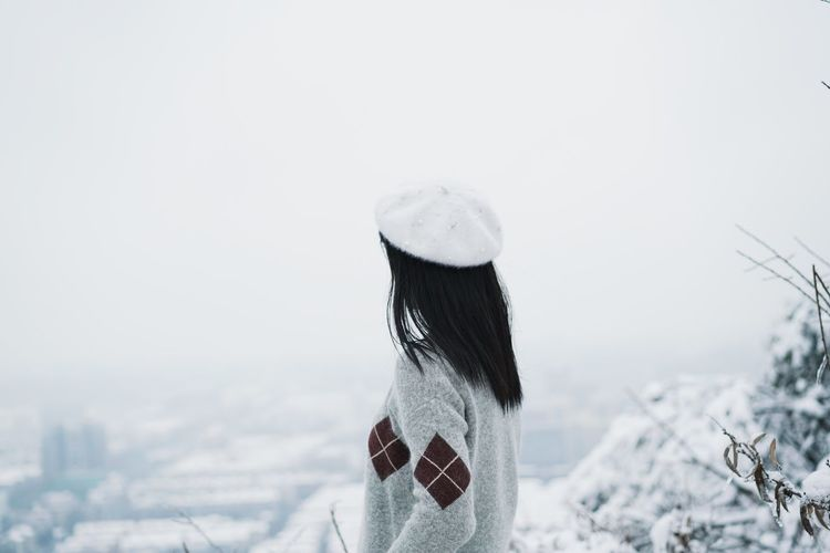 Leisure Activity Top Of The Mountains Mountain View Backview Winter Snow Cold Temperature Day Outdoors One Person Women