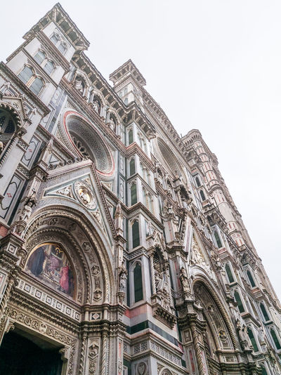 Church Church Architecture Duomo Di Firenze Statue Sculpture City Place Of Worship Spirituality Religion History Sky Architecture Building Exterior Built Structure Rose Window Tall - High Façade Architectural Feature Civilization Architectural Design Architecture And Art Architectural Detail