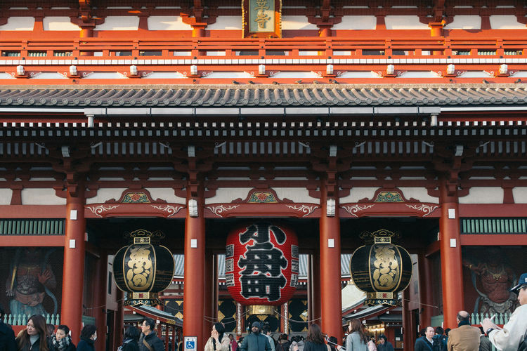Architecture Building Building Exterior Built Structure City Clock Communication Day Group Of People Large Group Of People Non-western Script Outdoors Real People Red Script Text Travel Travel Destinations