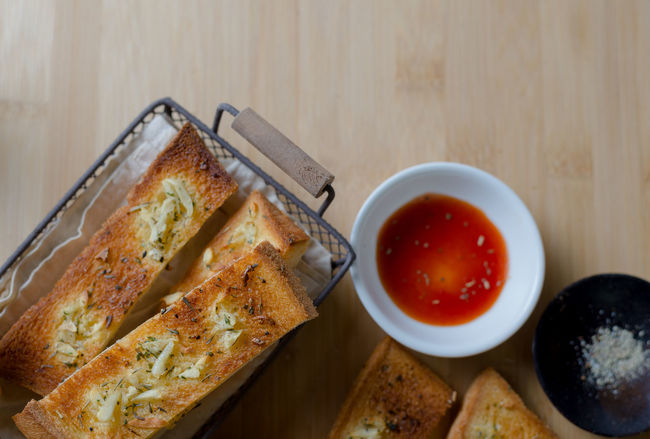 Garlic stick : Garlic Snack Baked Baked Pastry Item Basket Bowl Bread Bread Sticks  Close-up DIP Directly Above Food Food And Drink Freshness Garlic Bread Healthy Eating Indoors  Ketchup No People Ready-to-eat Serving Size Table