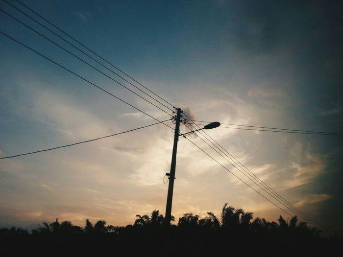 Makin dekat dengan realiti, makin nak pusing. Nak lari. Taking Photos Vscocam EyeEm Malaysia Clouds And Sky Skylovers