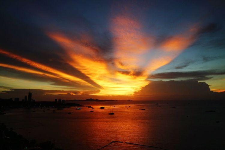 Sunset Sea Water Nature Beauty In Nature Scenics Sky Horizon Over Water Cloud - Sky No People Outdoors Beach EyeEmNewHere EyeEmNewHere Art Is Everywhere