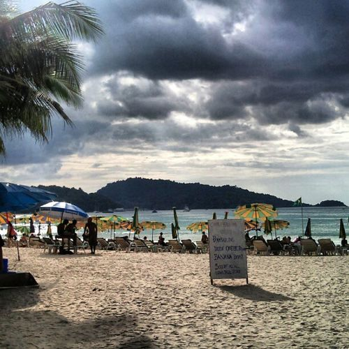Dark Clouds Coming At The Beach Sand Sandy Heavyskies Instashare