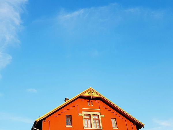 Enjoying Life Beautiful Day Sky Afternoon Walk Red Simple Building Clouds Blue Sky Sunny Day Roof Window View From Below Architecture Perspective