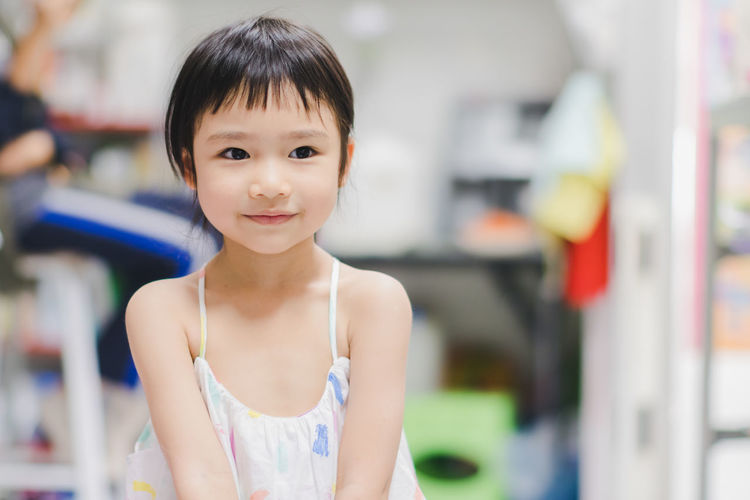 Looking At Camera Portrait Childhood One Person Child Focus On Foreground Front View Smiling Lifestyles Women Waist Up Girls Real People Innocence Indoors  Casual Clothing Females Cute Hairstyle Bangs