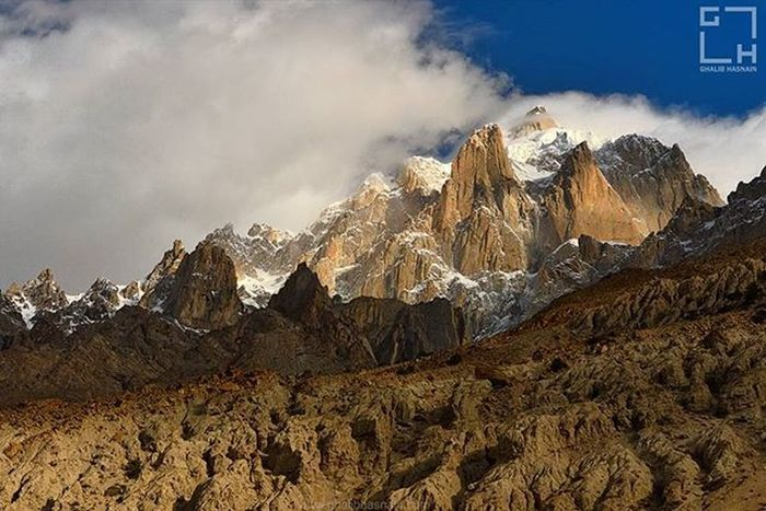Baltoro Glaciers near Trango Towers Trek to K2 Concordia K2 Trekking Gilgitbaltistan Pakistan Mountain Mountains Clouds Mesmerizingshot Nikon Landscape Ghalibhasnainphotography Beautiful @travelbeautifulpakistan @creative_pakistan @nature_pakistan @instameetpakistan @nature_414 @pakistanvogue @picsofpakistan @our_beautiful_country_pakistan @vsco.pk @dawn_dot_com Dawndotcom Gilgitbaltistan Ghalibhasnain K2 Baltoro