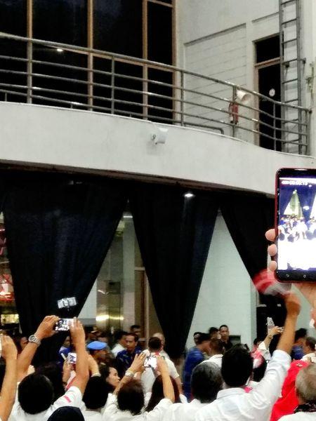 Large Group Of People Jokowi Fans Enthusiast Indonesian President Jokowiers Jokowidodo Jokowimypresident Fan - Enthusiast Audience People Jurnalist My President In Blue Batik Real People