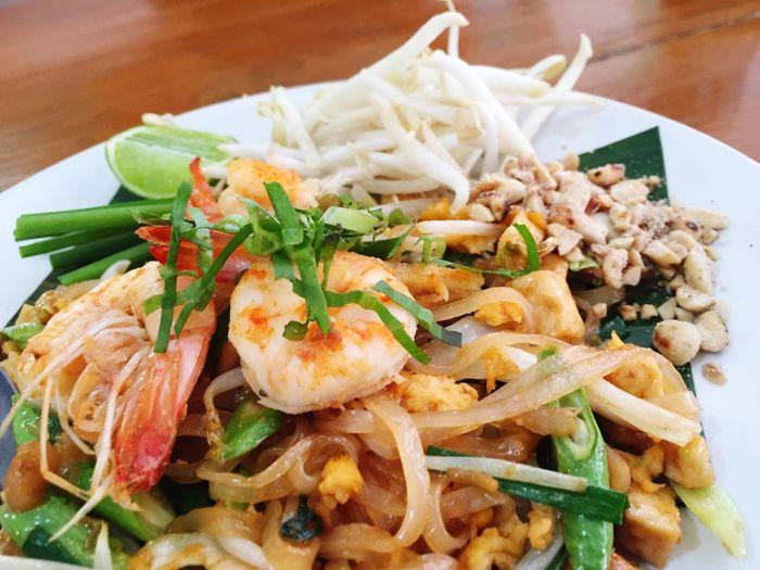 Close-up of shrimp pad thai