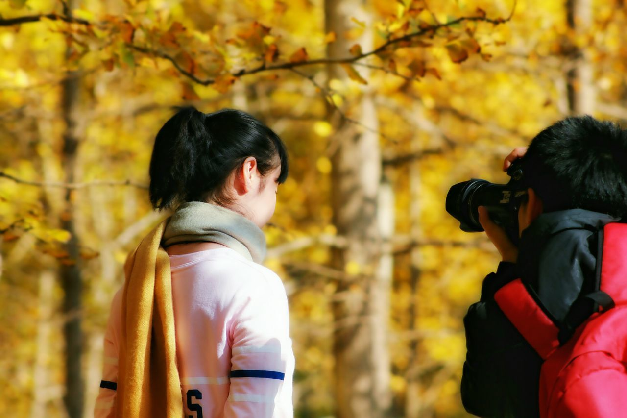 real people, two people, rear view, leisure activity, lifestyles, change, day, autumn, tree, togetherness, focus on foreground, outdoors, casual clothing, men, women, standing, nature, bonding, couple - relationship, leaf, beauty in nature, young women, young adult, people