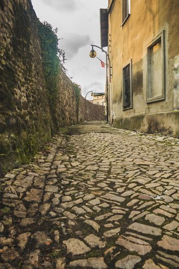 City Architecture Building Exterior Sky Built Structure Cobblestone Alley Cobbled Narrow Pathway Walkway Long Old Town Pavement Paving Stone Civilization Old Ruin The Traveler - 2018 EyeEm Awards