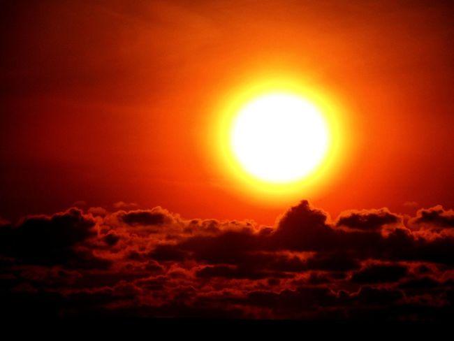 Shine On Sun Sunlight Sunset Sky Sunbeam Dramatic Sky Orange Color Beauty In Nature Cloud - Sky Scenics Nature Beauty
