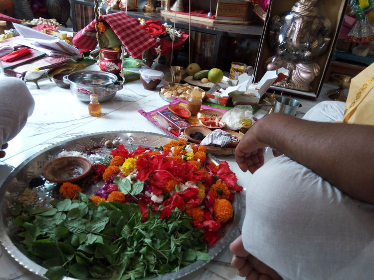 Interior Views Puja_prepartion Taking Photos God Is Great. Flowers Offering To God Showcase March Taking Photos EyeEm Masterclass God's Beauty Offering To The Gods The Photojournalist - 2016 EyeEm Awards