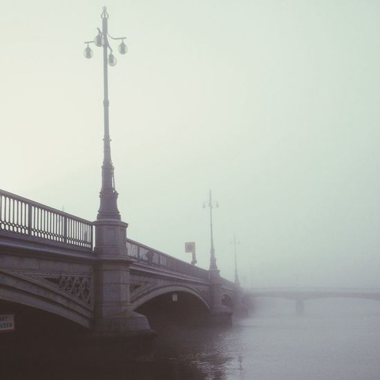 Dimman ligger tät. Bridge Water Reflections Autumn Architecture