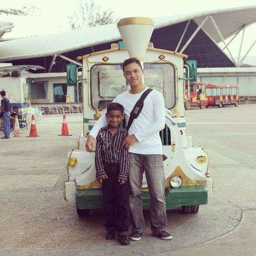 Entah sape tah? Haha. Malay Indian Dangabay Putih hitam dari India dia datang. Welcome to Malaysia.