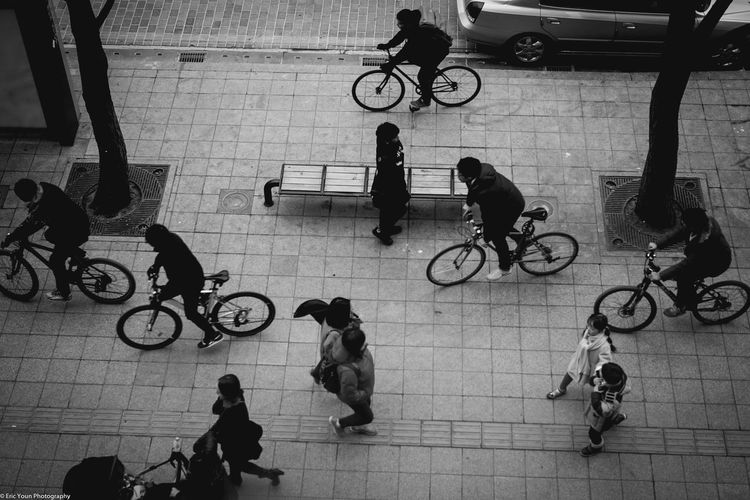 On The Move Street Sonyphotography South Korea Sonya7II Streetphotography Blackandwhite Blackandwhite Photography Urban Photography City