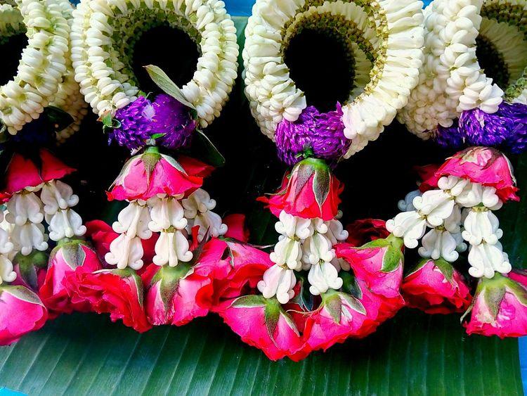 Flower Garlands Flower Garlands Beautiful Beautiful Flower Beautiful Garland Color Of Garland Flower And Garland Garlands In Thailandใน Bangkok, Thailand Flower Garland