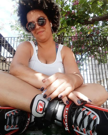 viva a vida! #Sunday #patins #lovemyhair #afroblack #meucrespo Portrait Young Women Beautiful Woman City Females Sunglasses