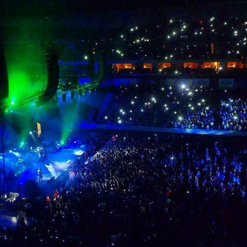 (Feb15) SM MOA Arena lit up with camera flash lights during the paramore's 'the only exception' Paramore Concert