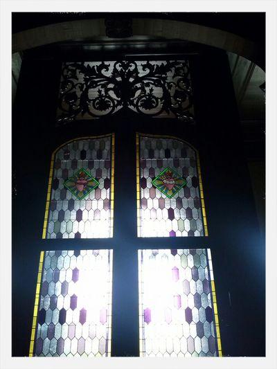 """Enireja pordo (porta de entrada) en la Preĝejo (igreja) """"Nossa Senhora das Dores"""" en Porto Alegre/RS Brasil Igrejas Artes Portas Preĝejoj"""