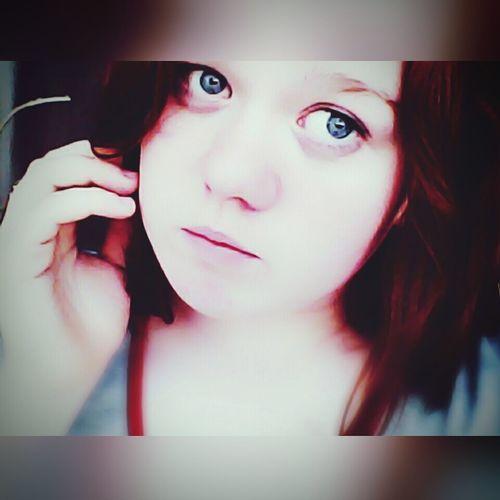 Я слышала по радио, что в море Отчаянно тонули корабли. Они как я - застряли в чьём-то сердце, Но выбраться оттуда не смогли Selfie That's Me Hello World Good Day Morning Holiday Eyeem Photography Blue Eyes Nature Spring