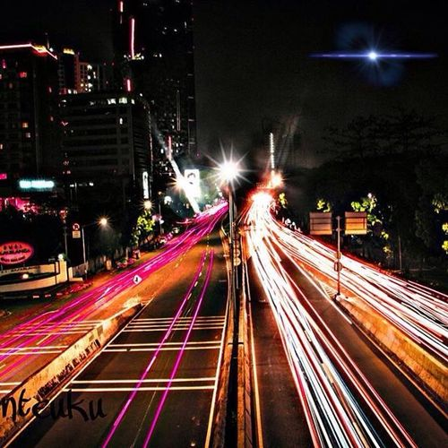 Jakarta Jakarta Indonesia JakartaStreet Jakartamalam Malam Nightphotography INDONESIA Indonesia_photography Speed EyeEmNewHere Street Light