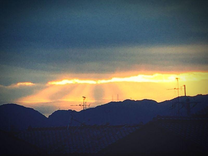 今朝のはしごは綺麗なオレンジ色 IPhoneography 天使の梯子 オレンジ Orange Color
