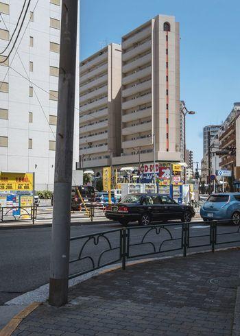 Tokyo, Japan, 2018. 7480 https://instagram.com/p/BnQ-1t9laoR/ EyeEm Gallery Japan Photography Architecture Built Structure City Building Exterior Building Transportation Street City Life Clear Sky Car