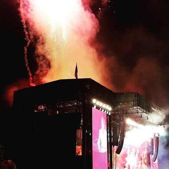 Paulmccartney Lollapalooza HeyJude Fireworks Samsung