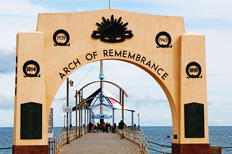 Lest We Forget Anzac Spirit Jetty Pier Beachside War Rememberance People On Jetty
