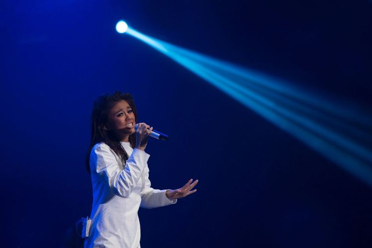 Agnesmonica Concert One Person Music Communication Performance Standing Arts Culture And Entertainment Night Event Leisure Activity Technology Real People Spotlight Illuminated Nightlife Stage - Performance Space Occupation Indoors  Young Adult Only Women Angelusagus Galiangalilea Ramunia