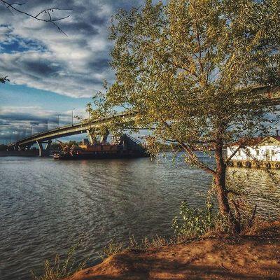 Осеньнах Instabalakovo Instabeauty Instagood Autumn Weather Sky Clouds Sunshine River Bridge Landscapes Landscape Nature Boat Ship Tree Showmerussia