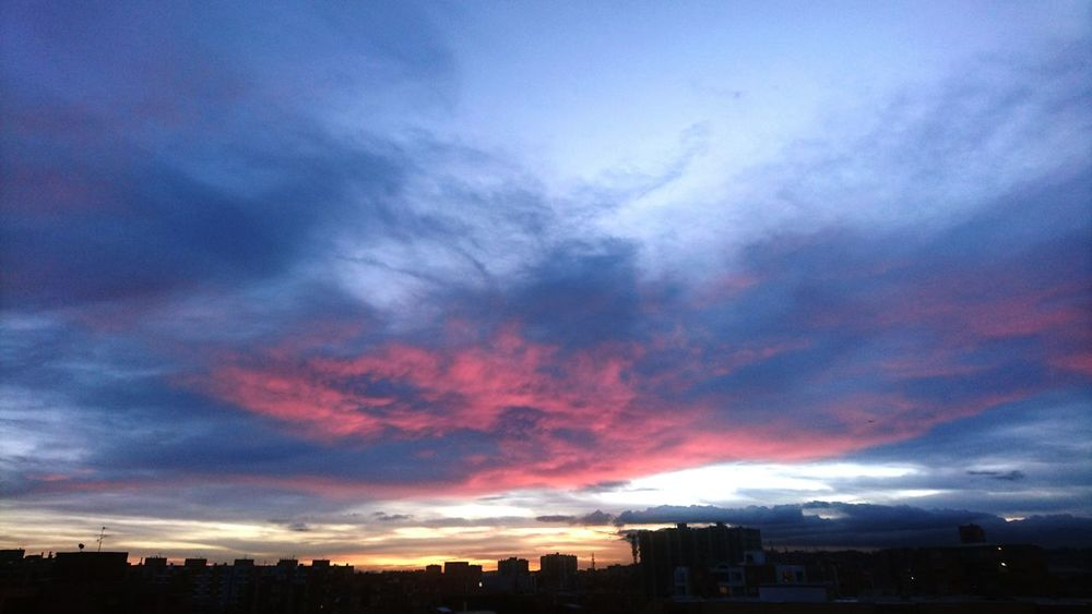 Bogotá 6:18pm Skyporn PinkSky! Afternoon NaturalView Balcony View Wonderful Beatiful Nature Cloids ByeSun Colors Myhome Thanks God Thebest_capture EyeEm Gallery EyeEm Nature Lover Sunset City Romantic Sky Cloud - Sky