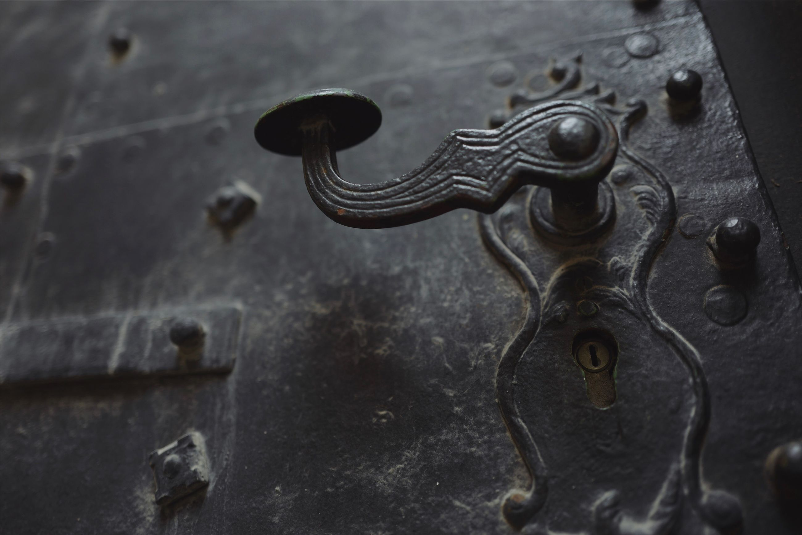 metal, close-up, no people, old, indoors, rusty, creativity, pattern, focus on foreground, door, day, representation, art and craft, weathered, full frame, carving - craft product, knob, wall - building feature, security, door knocker