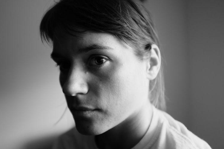 Learn & Shoot: Single Light Source Homegirl, super serious