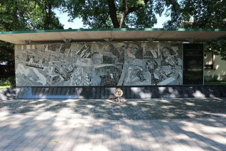 Gyula Monument Canon M10 Showcase July Hidden Gem