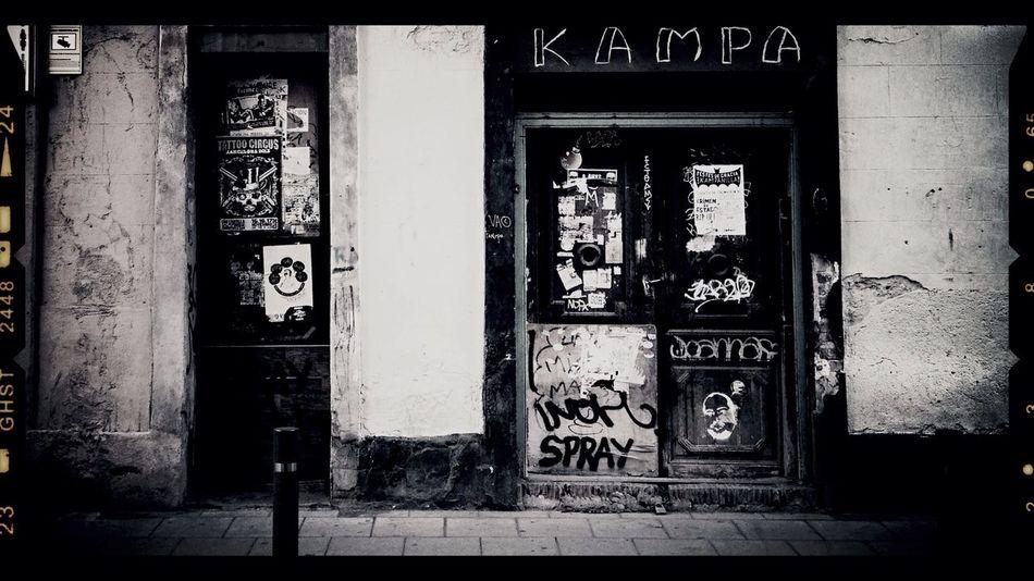 Barcelona squatters Streetphotography Walking Around Taking Photos Blackandwhite