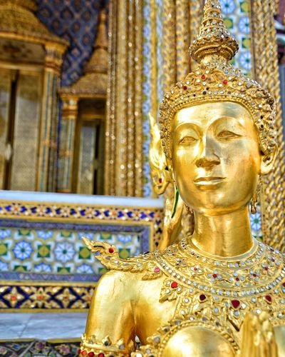 Golden Statues made for a King Religion Statue Spirituality Gold Architecture Golden Travel Close-up Gold Colored EyeEmNewHere Eyes Wide Open Cultures Thailand KingsPalace Gemstones Gems Decorations Decorative Special👌shot Women