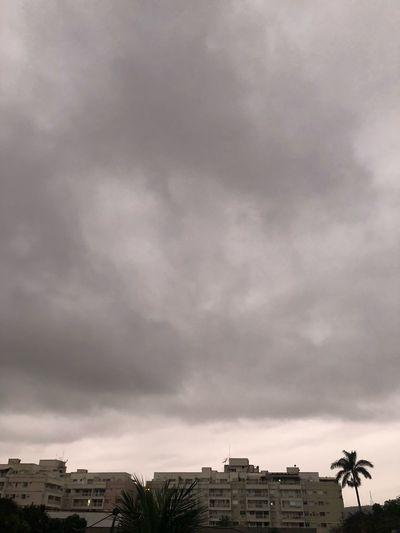 Cariocas não gostam de dias nublados... Ou. Que vontade de ficar em casa! 😉 Sunrise Brazil Architecture Cloud - Sky Built Structure Sky Building Exterior City Building No People Beauty In Nature House Nature Outdoors