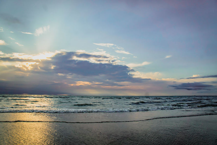 Beauty In Nature Idyllic Tranquility Tranquil Scene Sky Heaven Clouds And Sky Beautiful Scenery You And Me Seite An Seite Scenics Scenery Farbenspiel Calm Travel Nature Water Wave Low Tide Sea Sunset Beach Beauty Horizon Sand Multi Colored Romantic Sky Moody Sky Seascape Atmospheric Mood