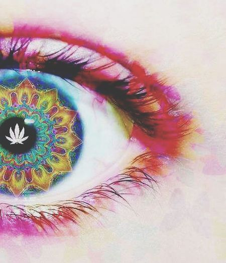 Psicotic Eye Colours Smoking Weed