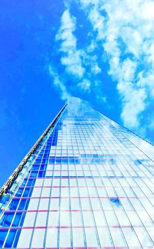 My First Eyeem Photo Theshardlondon London Architecture Skyscraper Blue City Modern First Eyeem Photo EyeEmNewHere